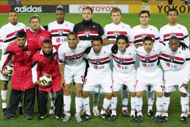 2001 a 2009 – LG Electronics - Sem sobra de dúvidas, a parceria mais lembrada pelos torcedores. Com a empresa de tecnologia no peito, o São Paulo foi campeão da Libertadores, Mundial, tricampeão brasileiro, além de campeão paulista. Saiu em 2009, surpreendendo muitas pessoas.