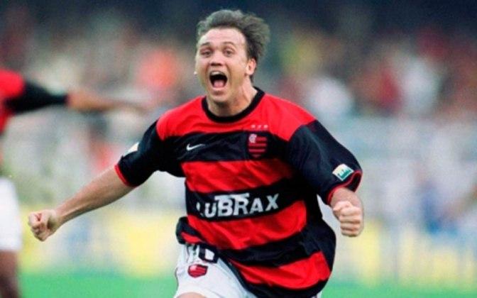 2001 - A primeira camisa do século ficou marcada pelo título do Carioca em cima do Vasco. A principal característica era a manga toda preta