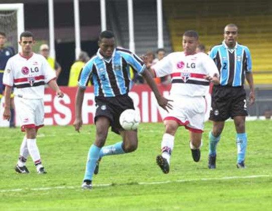 2001 - Quartas de final - Grêmio: Tricolor foi eliminado pelos gaúchos após perder as duas partidas. Na ida, 2 a 1 e na volta, 4 a 3.