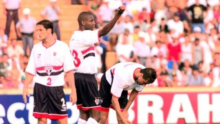 2001 - Sétimo colocado - Com o estadual sendo disputado por pontos corridos, o São Paulo terminou na sétima colocação, com 24 pontos. Ao todo, foram 15 jogos, com seis vitórias, três empates e seis derrotas.