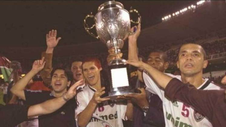 2002 - 1º - Este foi um campeonato boicotado por mídia e clubes, mas o Fluminense foi o único grande a atuar com o time titular na reta final. Os maiores do Estado, inclusive, já estavam classificados para a fase final independentemente da colocação na Taça Guanabara, quando o Flu ficou em oitavo. Na Taça Rio, o Tricolor terminou em sexto. O Americano foi campeão dos dois turnos, mas na terceira fase, o Flu levou a melhor contra eles na decisão, ficando com o título Estadual.