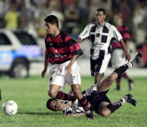 2003 - Já na primeira fase de 2003, o Flamengo estreou contra o Botafogo-PB. E goleou os paraibanos por 4 a 1. Comandado por Evaristo de Macedo, a equipe rubro-negra saiu vitoriosa graças aos gols marcados por Andrezinho, que saiu da reserva para ocupar a posição deixada por Iranildo, Fernando Baiano e Zé Carlos, que marcou o penúltimo gol do jogo.