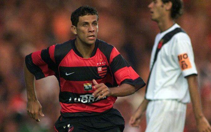 2003 - O Flamengo usou o mesmo uniforme na temporada seguinte