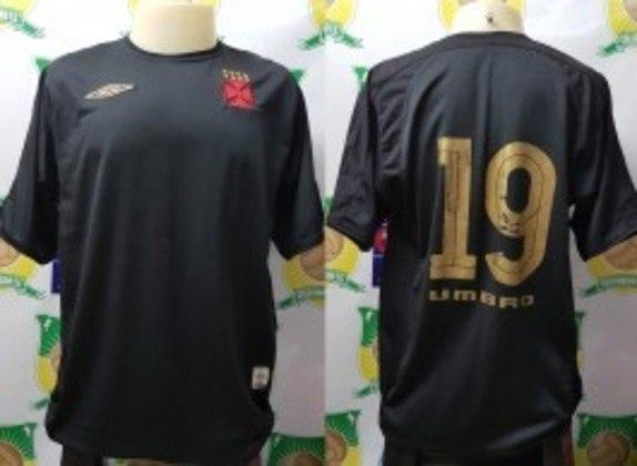 2003 - Terceiro uniforme todo preto com número dourado, fabricado pela Umbro.