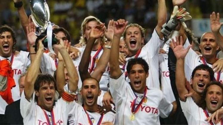 2004 - O Porto voltaria a perder uma final no ano seguinte: 2 a 1 para o Valencia.