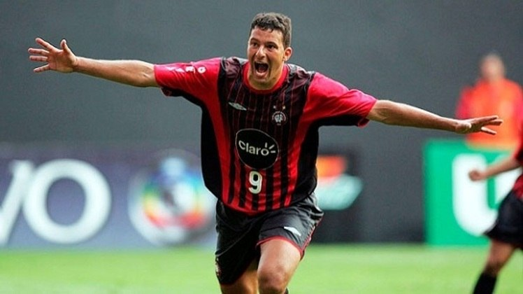 2004 - Washington - Athletico Paranaense - 34 gols