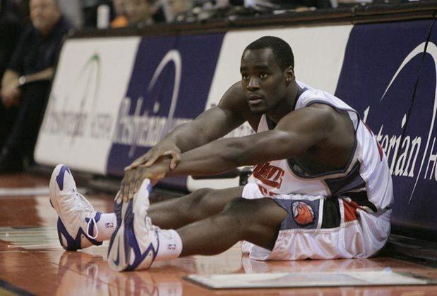 2005 - Emeka Okafor (pivô, Charlotte Bobcats): segunda escolha do Draft de 2004, Okafor angariou médias de 15,1 pontos e 10,9 rebotes em seu ano de estreia.O pivô sofreu com lesões e teve uma carreira sem muito sucesso nas dez temporadas em que atuou na NBA. Hoje, ele joga na Coreia.
