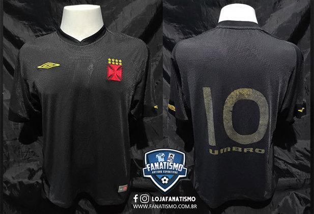 2005 - Terceiro uniforme todo preto com número dourado, fabricado pela Umbro.