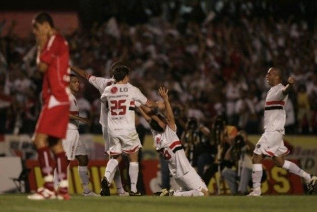 2007 - Oitavas de final - No ano seguinte, passou em segundo no Grupo 2, atrás do Necaxa (MEX). O Tricolor parou logo nas oitavas, quando foi eliminado pelo Grêmio. Venceu a ida no Morumbi, por 1 a 0, mas perde em Porto Alegre, pelo placar de 2 a 0.