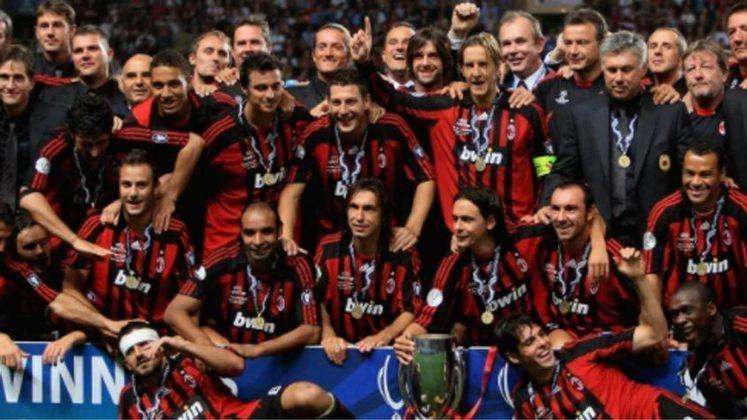 2007 - Por 3 a 1 o Milan bateu o Sevilla e deu a volta olímpica.