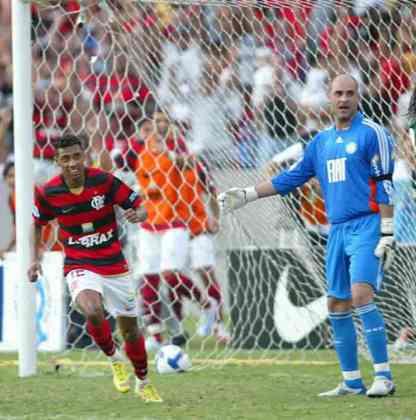 2008 – FLAMENGO - Marcado por reviravoltas, o Campeonato Brasileiro tinha o Flamengo como líder na 12ª rodada. O rubro-negro assumiu a ponta na 5ª rodada e se manteve até a rodada 13, quando o Grêmio despontou para o topo. O campeão daquela edição foi o São Paulo, que tomou a liderança do Imortal a seis rodadas do fim.