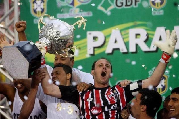 2008 - O São Paulo havia levado 27 gols até a 29ª rodada da competição. A zaga titular era formada por Rogério Ceni; Rodrigo, André Dias e Miranda. Levou o tricampeonato.