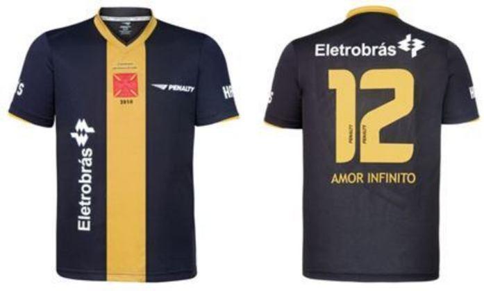 2009 - 2 - A nova camisa foi especial para os colecionadores e amantes do clube. Na parte da frente, tem uma faixa dourada em homenagem ao time com a inscrição