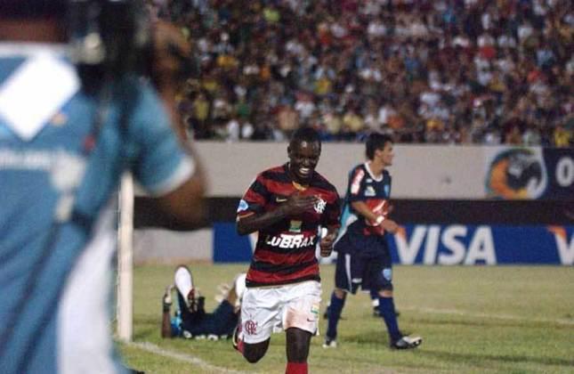 2009 - A estreia do Flamengo na Copa do Brasil de 2009 foi, com certeza, uma das melhores da história do clube. O primeiro adversário da equipe foi o Ivinhema (MS), goleado e eliminado pelos cariocas com uma goleada de 5 a 0. Sob comando de Cuca, o Fla venceu com gols de Léo Moura, Zé Roberto (2), Kleberson e o argentino Maxi Biancucchi (sim, o primo do Messi).
