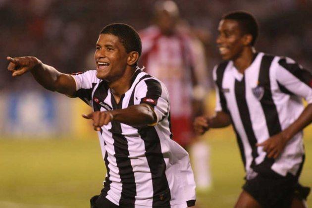 2009 - ATLÉTICO MG - Na 10ª rodada do Brasileirão de 2009, o Atlético-MG goleou o rival Cruzeiro por 3 a 0 e assumiu a liderança da competição. O time comandado por Vanderlei Luxemburgo seguiu em primeiro até a 14ª rodada, mas terminou em sétimo. O campeão daquele ano foi o Flamengo.