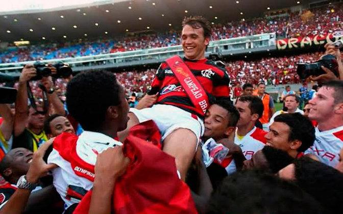 2009 – Flamengo: 6º colocado com 44 pontos. 12 vitórias, 8 empates e 8 derrotas.