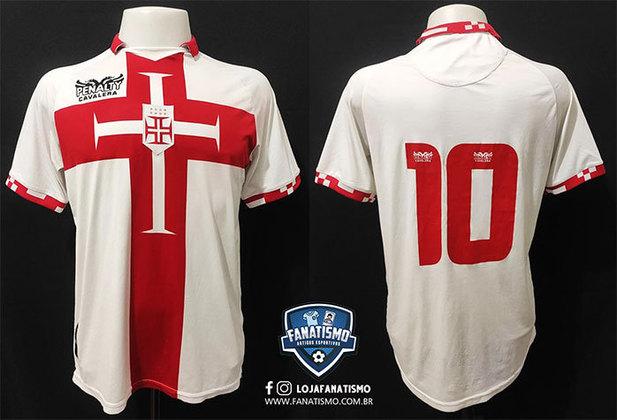 2010 - A camisa, branca com a Cruz de Cristo em vermelho no centro do peito, foi desenhada pela grife Cavalera em conjunto com a Penalty, fornecedora de material esportivo do clube de São Januário, a exemplo do que as duas marcas já realizam na Portuguesa, em São Paulo.