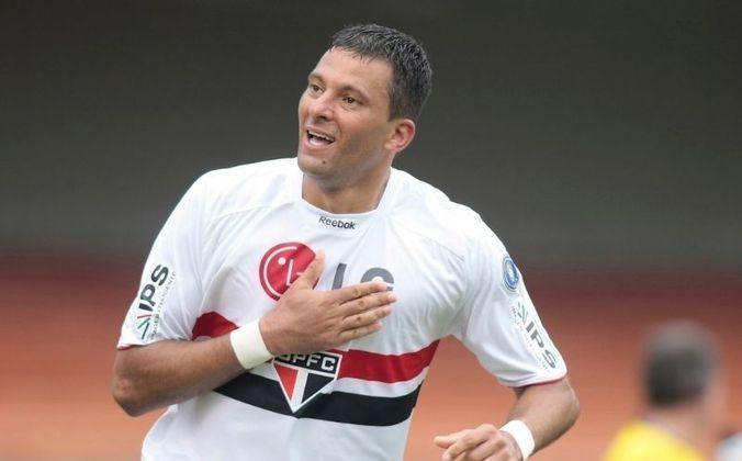 2010 - São Paulo 2 x 0 Monterrey (MEX) - Estreia com vitória naquela temporada, com dois gols do atacante Washington.
