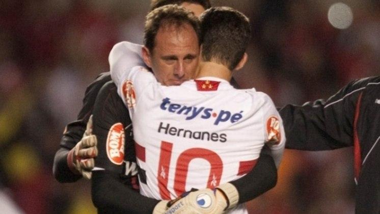 2010 - Semifinal - Mais uma vez, o São Paulo saiu nas semifinais da Libertadores. Passou em primeiro no Grupo 2 e deixou pelo caminho Universitario (PER) e Cruzeiro. Porém, foi eliminado pelo Internacional.