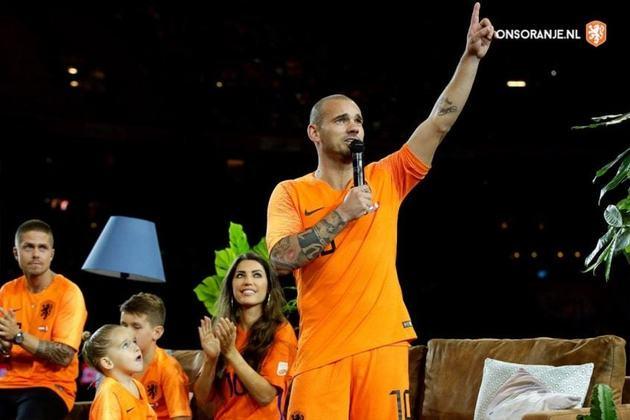 2010 – Um dos injustiçados daquele ano foi o holandês Wesley Sneijder. Em 2010, o meia foi uma das principais peças para a Inter de Milão conquistar a Champions League e ainda chegou à final da Copa do Mundo com a seleção da Holanda. Messi, Xavi e Iniesta foram os escolhidos.