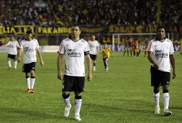 2011 - Em 2 de fevereiro daquele ano, o Corinthians teve uma de suas derrotas mais traumáticas ao ser eliminado pelo Tolima-COL, na fase preliminar da Copa Libertadores. Um 0 a 0 em casa, e um 2 a 0 fora tiraram o Timão da competição, algo que contribuiu para a saída do ídolo Ronaldo e de Roberto Carlos.