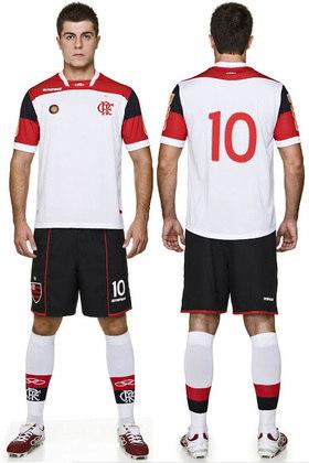 2011 - Nos 30 anos de aniversário do Mundial, a camisa branca lembrava o modelo usado na final contra o Liverpool.