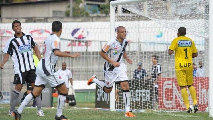 2011 - Vasco 3x0 Americano - Campeonato Carioca - São Januário - Gols: Dedé , Jéferson , Marcel.