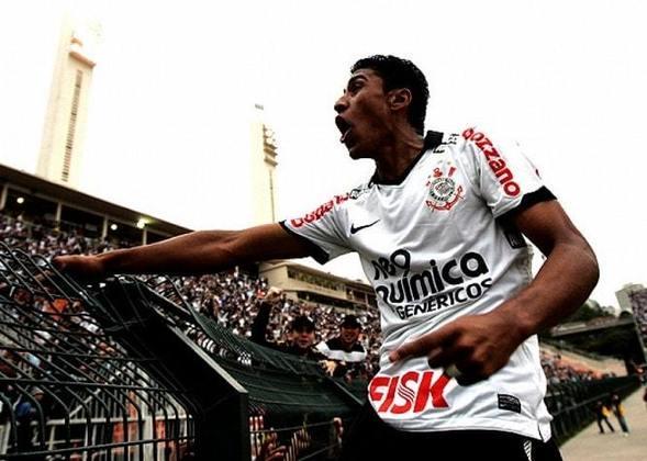2011 - Vice-artilheiro: Paulinho - 11 gols