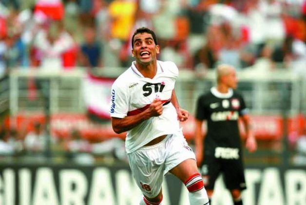 2012 a 2014 – Semp Toshiba - A empresa de eletrônicos ficou no espaço máster por duas temporadas. Foi com ela que o São Paulo conquistou o último título, a Copa Sul-Americana de 2012.