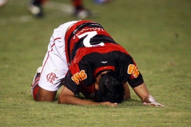 2012 - Após terminar o Brasileirão de 2011 na terceira colocação, o Flamengo se classificou para a Libertadores, mas sofreu uma grande decepção. Em um grupo com Olimpia, Lanús e Emelec, o clube não conseguiu nem se classificar para as oitavas de final.