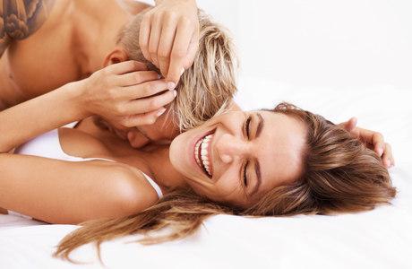 Especialistas alertam que sexo oral também precisa ser feito com camisinha