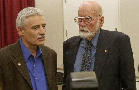 E. Donnall Thomas, à direita, ganhou o Prêmio Nobel de medicina em 1990