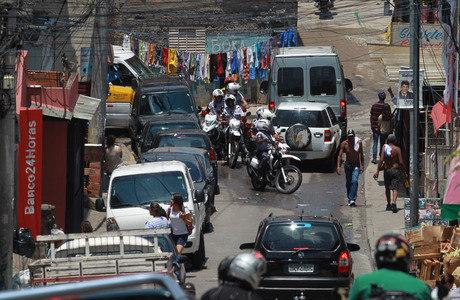 Policiais militares realizam a Operação Saturação na favela de Paraisópolis, na zona sul de São Paulo