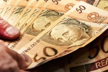 Governo deve aumentar em R$ 32 o salário mínimo em 2018