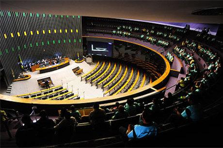 Ao encerrar a sessão, Maia anunciou para amanhã a votação da PEC que legaliza a vaquejada e rodeios em todo o País