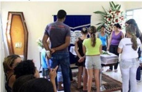 Famílias velaram corpos trocados e aguardam nova liberação nesta segunda-feira (12)