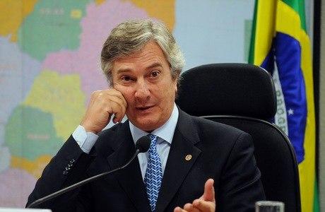 Senador Fernando Collor pede que mais jornalistas sejam indiciados em CPI