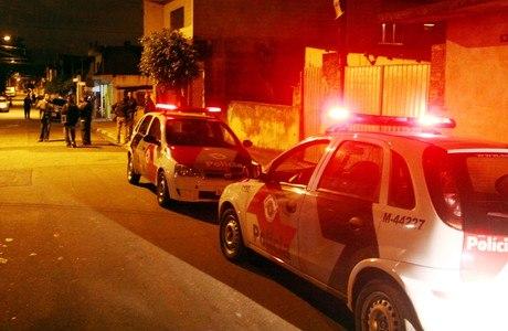 Um policial militar foi morto a tiros, quando chegava em casa, na cidade de Guarulhos, na noite desta terça-feira
