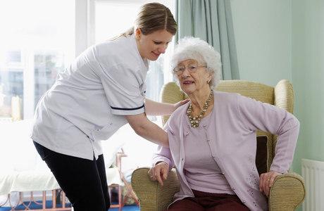 Indivíduos com Alzheimer se beneficiam dos efeitos cognitivos e físicos de um programa regular de exercícios físicos
