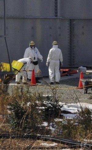 O acidente na central nuclear de Fukushima forçou a evacuação de centenas de milhares de pessoas