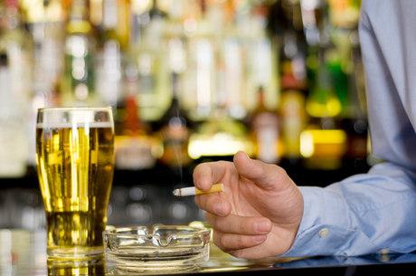 Homens com mais de 50 anos que fumam e bebem são as principais vítimas