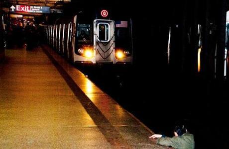 Outro homem morreu após ser jogado nos trilhos do metrô de Nova York, no início de dezembro