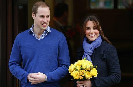 Kate deixou o hospital sorridente e carregando um buquê