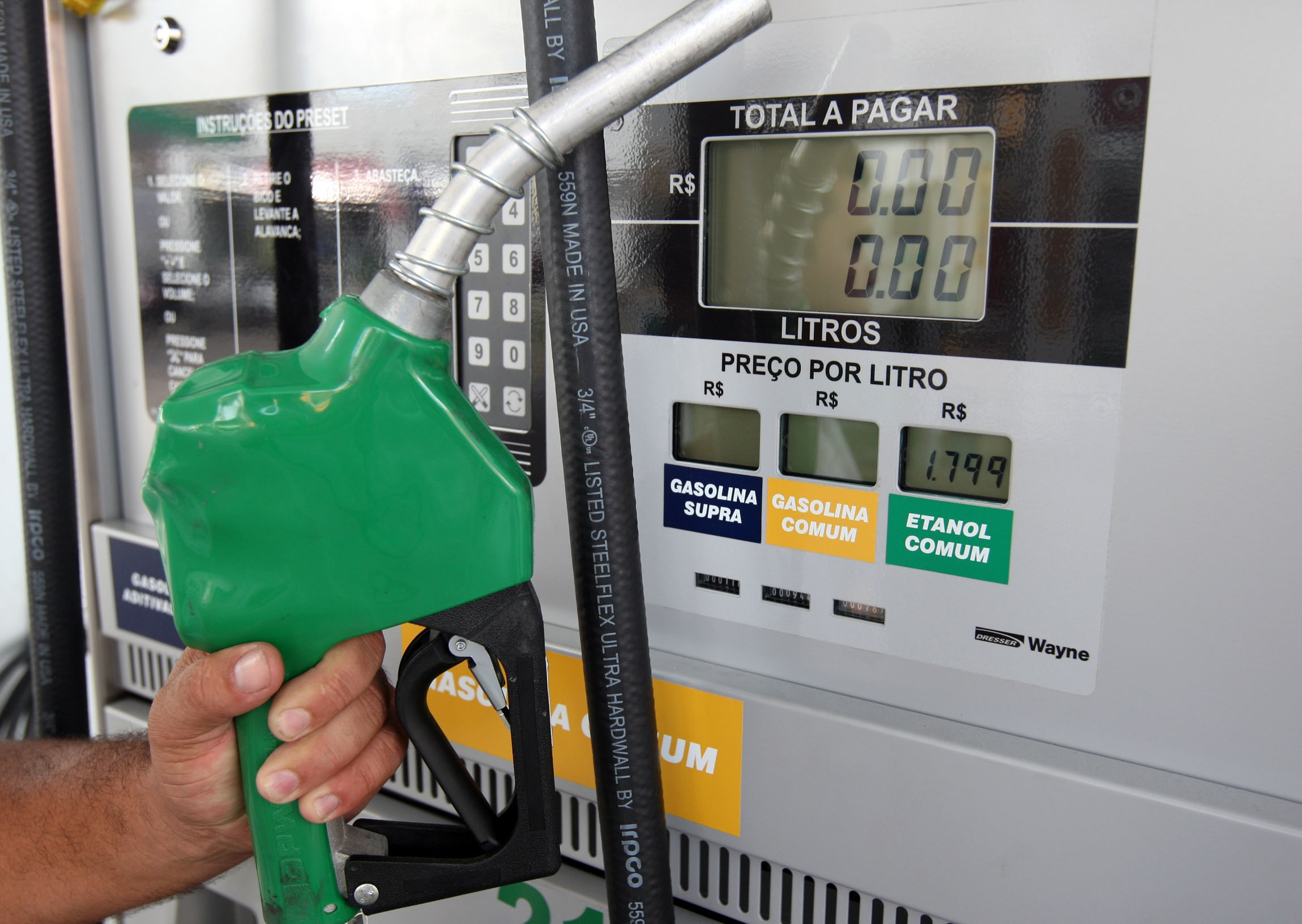 Governo vai reduzir imposto sobre o etanol ao distribuidor