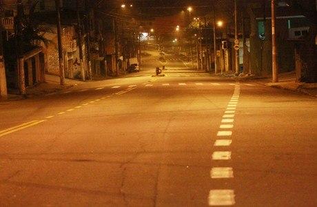 Avenida em Santo André ficou vazia após denúncia de toque de recolher