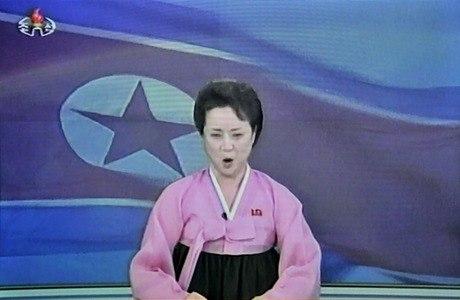 """""""O satélite entrou na órbita planejada"""", disse triunfalmente uma locutora da TV norte-coreana"""