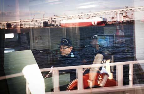 Oficiais da guarda costeira do Japão em Yokohama