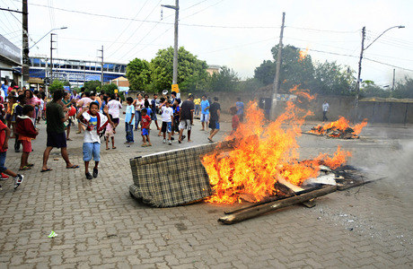 Sem enegia elétrica, grupo realizou manifestação em Porto Alegre