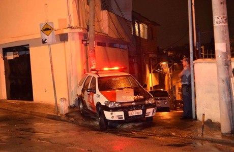 Mulher morre e marido está em estado grave após serem baleados em viela da zona sul de SP na noite desta terça-feira (18)