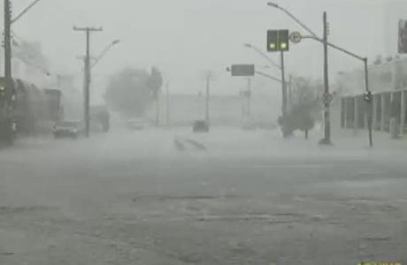 Cerca de 20.000 imóveis ficaram sem energia elétrica por causa da chuva